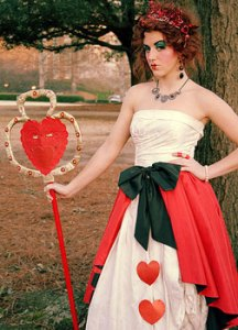 Scary-Queen-Of-Hearts-Costume