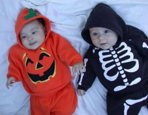 Pumpkin-and-skelton-aby costumes